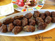 Keftedes (Greek meatballs) with Yoghurt Sauce and Salad. / Το φαγητό σήμερα…