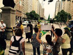 Batman partipa de ato contra Dilma (Foto: Henrique Coelho / G1)