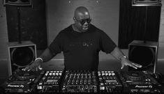 How Much Do DJs Really Make? - GlobalDJsGuide Club Parties, School Parties, Dj Carl Cox, Dj Setup, Pocket Money, In A Nutshell, Wedding Dj, House Party, Mens Tops
