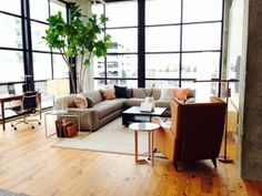 Luca sectional room