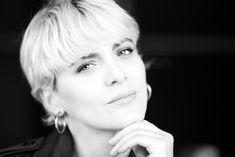 Outdoor Fotoshooting in der Stadt Zürich. Ein gelungener Ausflug wie ich finde. Model: @paylarrr .  #schwarzweiss #bw #bnw #beautyportrait #portrait_wizard #pursuitofportraits #portraitshooting  #peoplephotography   #portrait_vision #portraitspassion   #portraitswitzerland #pursuitofportraits #zurichphotography #zurichphotographer  #swissportraitmag #photooftheday #photoshoot_app #swissmodel #portraitsmadeinswitzerland #zurichmodel  #awesomeportrait Portrait Shots, Portraits, Models, Tours, Mood, Beauty, Instagram Posts, App, Outdoor
