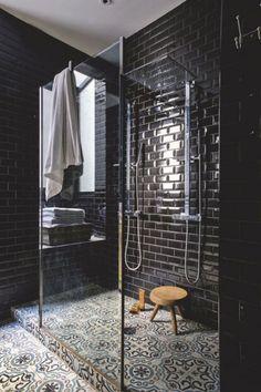 Stunning Bathroom Tile Shower Design Ideas - Page 11 of 43 Black Tile Bathrooms, Luxury Bathrooms, Small Bathrooms, Black Subway Tiles, Black Tiles, Subway Tile Showers, Bathroom Tile Showers, Douche Design, Shower Tile Designs