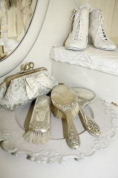 Love the vintage vanity accessories and the lace clutch :)