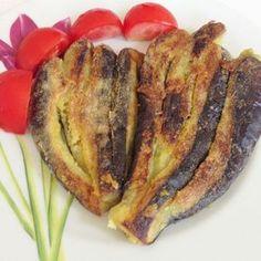 Malzemeler: - 4 adet küçük boy patlıcan - Mısır unu - Tuz - Kaynar su - Sıvı yağ Yapılışı: - Patlıcanları alacalı şekilde kesi...