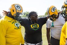 South Beach Tow' Star Hired As First Female Head Football Coach In America! Female Head, South Beach, Viral Videos, Football, America, Stars, Learning, Soccer, American Football
