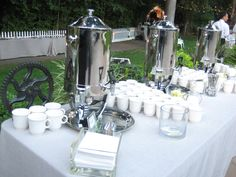 Coffee station overview. Catering Table, Catering Display, Buffets, Party Food Bars, Coffee Bar Wedding, Buffet Set Up, Coffee Drink Recipes, Tea Station, Wine Tasting Events