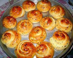 Reteta culinara Melcisori pufosi cu branza din categoria Piine. Specific Turcia. Cum sa faci Melcisori pufosi cu branza