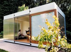 I'd LOVE to build a backyard bungalow! Studio Spaces that Fit in Your Back Yard Backyard Office, Backyard Studio, Garden Office, Modern Backyard, Container Architecture, Architecture Design, Casas Containers, Bungalow, Small Spaces