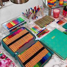 Stationary For School, Stationary Supplies, School Organization Notes, Bedroom Organization Diy, Kawaii Bags, Japanese Stationery, Stationery Pens, Art Desk, Cute School Supplies