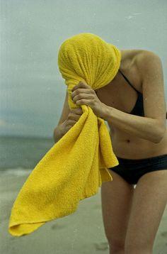valeriy shibanov/ yellow towels are the BEST! Illustration Photo, Illustrations, Aqua Sport, Yellow Towels, Jaune Orange, Shades Of Yellow, Mellow Yellow, Color Yellow, Beach Bum
