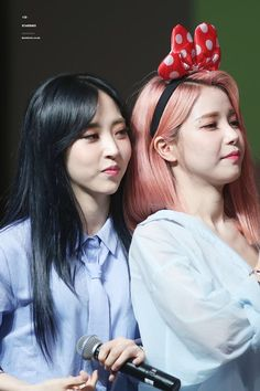 Moonbyul y solar No More Drama, Mamamoo Moonbyul, Solar Mamamoo, Bubbline, Kpop Groups, Pink Hair, Newlyweds, Girl Crushes, Kpop Girls