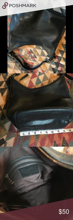 Vintage COACH hobo Beautiful leather Coach Hobo with inside pockets Coach Bags Hobos