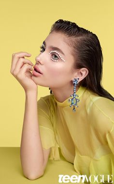 Taylor Hill wears fantastic spring makeup looks for Teen Vogue 2017 Issue. The victoria secret's angel pose in bold spring makeup looks. Taylor Hill, Teen Vogue, Beauty Photography, Photography Poses, Fashion Makeup Photography, Photography Magazine, Editorial Photography, Eye Makeup, Hair Makeup