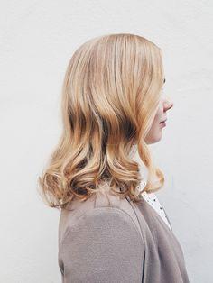 Creamy honey blonde hair by Susanna Poméll / healthyhair.fi