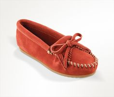 Shop the most classic Minnetonka style, Kilty Hardsole Moccasins! This sleek design is perfect for any outfit of the day. Moccasins, Outfit Of The Day, Rust, Comfy, Flats, Stylish, Hair, Outfits, Clothes