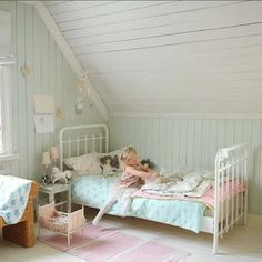 Beautiful mix of colours | 10 Pretty Pastel Girls Rooms - Tinyme Blog