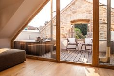 Altes Steinhaus Dachterrasse mit Jaccuzzi Old stone house roof terrace with jacuzzi Old Stone Houses, Old Houses, Jacuzzi, Terrace Floor, Attic Rooms, Architecture Old, Sustainable Architecture, Roof Design, Tiny House Plans