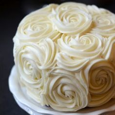 Red velvet cheesecake - red velvet cake with cheesecake middle and cream cheese buttercream roses. This is beautiful