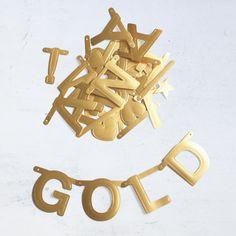 Buchstaben-Girlande DIY Letter- Banner in gold Banner, Symbols, Letters, Diy, Cute Stuff, Cute, Gold Letters, Gold Rush, Dots