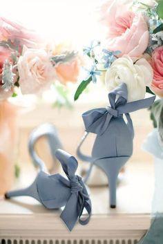 Trendy Wedding, Dream Wedding, Wedding Day, 2017 Wedding, Wedding Veils, Wedding Blue, Garden Wedding, Pink Wedding Shoes, Wedding Colors