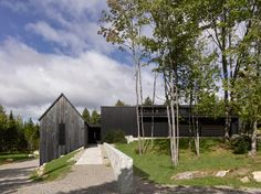 A truly organically-inspired design, the House by Alain Carle Architecte in Quebec draws on the natural landscape and rural tradition to inspire. Quebec, Architecture Résidentielle, Turbulence Deco, Wood Cladding, Black Cladding, Wood Siding, Interior Exterior, Interior Design, House In The Woods