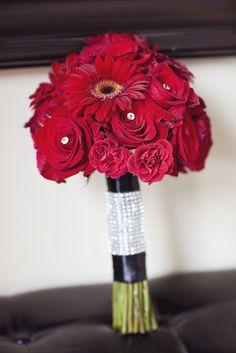 bouquet de mariée gerbera et rose rouge www.alaboiteafleurs.com Annie Savard-Filion Photographe
