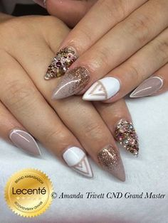Amanda Trivett has created this wonderful set using CND Shellac Field Fox & Cream Puff with #Lecenté Light Copper Ultra fine #glitter & Swarovski Crystals #nails #nailart #lovelecente