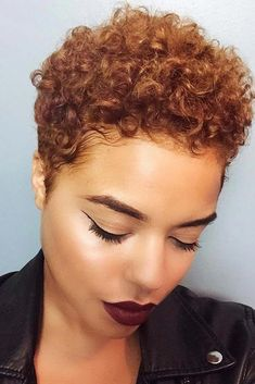 Mignon Pixie Kinky Curly Hair For Round Face Blonde Brown Short Afro Wigs … Short Afro Wigs, Short Afro Hairstyles, Short Curly Hair, Short Hair Cuts, Curly Hair Styles, Natural Hair Styles, Cool Hairstyles, Kinky Curly Hair, Braid Hairstyles