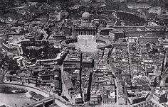 De tijd dat de beroemde Via della Conciliazione bij de Sint Pieter in Rome nog bebouwd was. Het Vaticaan anno de jaren 40.