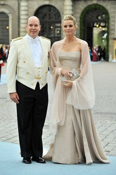 Prince Albert of Monaco and girlfriend Charlene Wittstock attend the wedding of Crown Princess Victoria of Sweden and Daniel Westling on June 19, 2010 in Stockholm, Sweden.. Foto: Getty Images