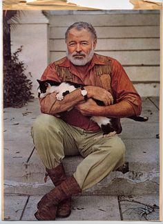 The masculine hunter, fisherman, bullfight enthusiast and 1954 Noble prize winner for literature, Ernest Hemingway, doted on his cats. Ernest Hemingway, Hemingway Cats, Writers And Poets, Crazy Cat Lady, Crazy Cats, I Love Cats, Cool Cats, Celebrities With Cats, Men With Cats