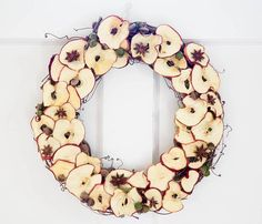DIY Dried Apple Wreath- just do a slice or two and some cinnamon sticks for a clip on my burlap wreath. Apple Decorations, Harvest Decorations, Wedding Decorations, Christmas Decorations, Fall Home Decor, Autumn Home, Diy Autumn, Diy Wreath, Burlap Wreath