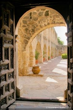 Amazing Spanish architecture in San Antonio, love the Missions. So much history and a great place for photography. Architecture Baroque, Spanish Architecture, Beautiful Architecture, Texas Travel, Travel Usa, San Jose, Great Places, Places To See, San Antonio Missions