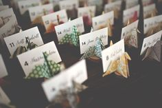 ideas for origami wedding table escort cards Wedding Name, Wedding Places, Wedding Place Cards, Diy Wedding, Wedding Favors, Wedding Souvenir, Wedding Tables, Wedding Receptions, Budget Wedding