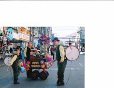 Fotos de  chinchineros en eventos y organilleros de tradicion chile.