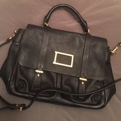 Marc by Marc Jacobs Purse Marc by Marc Jacobs messenger-style leather bag. Excellent condition with no stains or rips. Lightly used with little to no wear. Long strap is removable. Marc by Marc Jacobs Bags Crossbody Bags