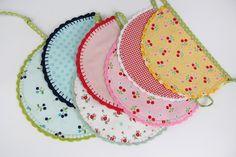Bunting with crochet ending Bunting, Coin Purse, Purses, Wallet, Crochet, Fashion, Handbags, Moda, Garlands