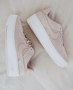 da234cb865 đặt mua giày sneaker màu nude tại shop   Níp Caroline nhé    Size 35-