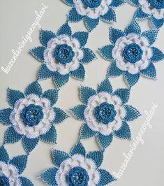 No photo description. Filet Crochet, Crochet Lace, Needle Lace, Irish Lace, New Model, Crochet Clothes, Burlap Wreath, Christmas Fun, Crochet Necklace