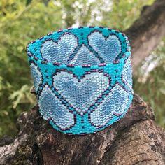 Bracelet turquoise à gros coeur bleus