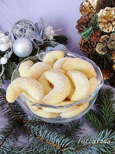 Ala piecze i gotuje: Rogaliki budyniowe Sweet Desserts, Sweet Recipes, Delicious Desserts, Yummy Food, Polish Desserts, Polish Recipes, Baking Recipes, Cookie Recipes, Kolaci I Torte