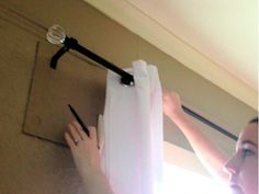 How to hang curtains without measuring!   Very cool....