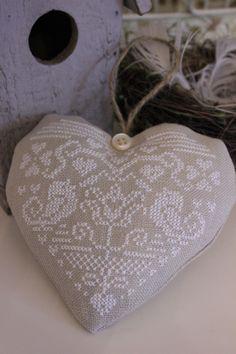#DIY #HOWTO DIY cross stitch pillows