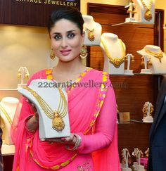Jewellery Designs: Kareena Kapoor Showing Gold Beads Set