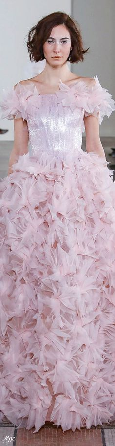Find tips and tricks, amazing ideas for Georges chakra. Discover and try out new things about Georges chakra site Georges Chakra, Fashion Looks, Pink Fashion, Couture Fashion, Runway Fashion, Evening Gowns Couture, Couture Dresses, Abed Mahfouz, Chanel Cruise