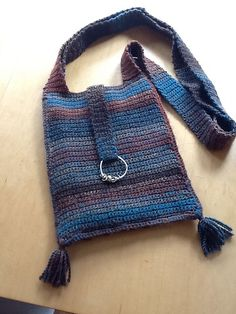 Cross-body crochet bag ~~I need to make me one of these for Laughlin