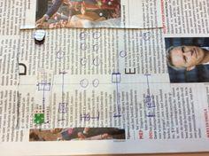 Dit is mijn uitwerking van de draaitafel in een tijdschrift. Hierbij ben ik erachtergekomen dat dit erg lastig is om dingen eruit te laten springen. Vervolgens heb ik toen besloten dat het slimmer is om een draaitafel in het groot te maken en deze vervolgens met papier beplakken.