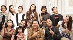 Selamat malam Mas bro dan Mbak sis… Gubernur DKI Jakarta Basuki Tjahaja Purnama (Ahok) menemui sejumlah artis di Rumah Dinas Gubernur Jakarta. Di antaranya ada biduan Maia Estianty, Dewi Pers…