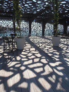 View from the museum outdoor terrace. Le MuCEM comme si vous y étiez – metronews Organic Architecture, Contemporary Architecture, Interior Architecture, Shadow Architecture, Architecture Organique, Arcology, Cnc Cutting Design, Facade Design, Skylight