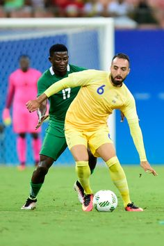 Abdul Khalili player of Sweden competes for the ball with Usman Mohammed player of Nigeria during 2016 Summer Olympics match between Sweden and Nigeria at Arena Amazonia on August 7, 2016 in Manaus, Brazil.